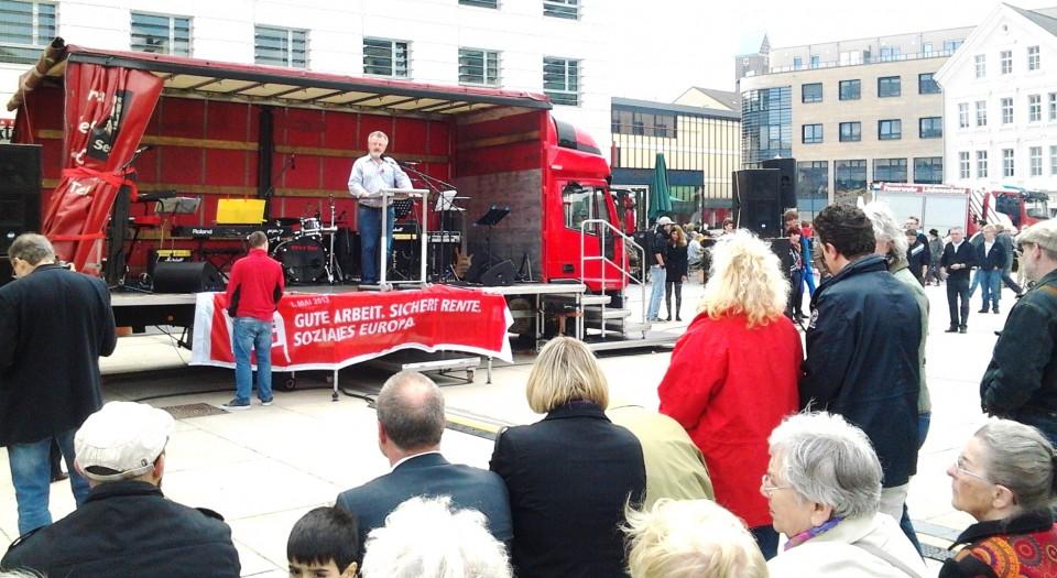 Tag der Arbeit auf dem Rathausplatz – Der 1.Mai zusammen mit vielen Genossen