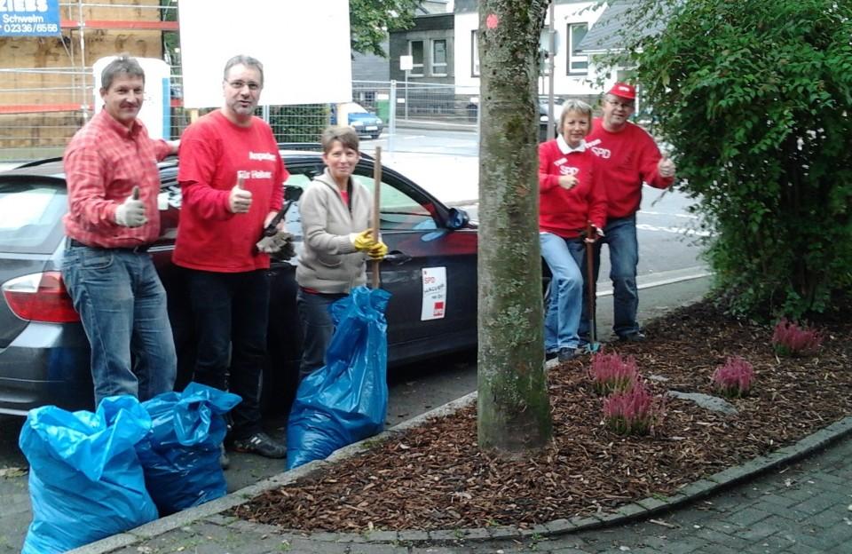 Beetepflegen mit Petra und Erika – SPD Aktiv für Halver