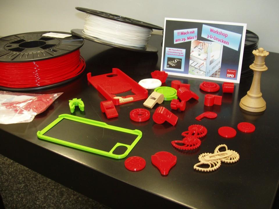 Interessierte Jugendliche gestalten aktiv den Workshop 3D-Druck