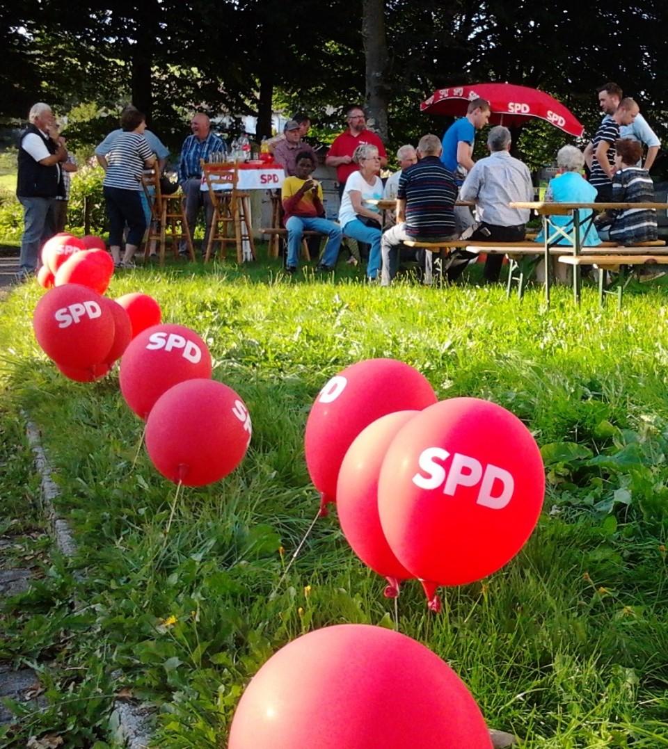 """""""Der rote Grill"""" war wieder unterwegs – am Bürgerhaus in Oberbrügge"""