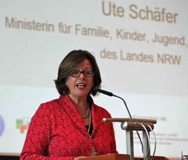 Ministerin Ute Schäfer besucht Kita in Halver für ein Elterngespräch
